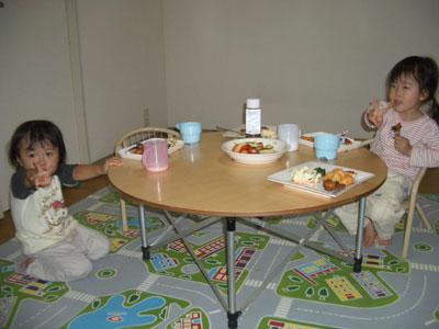 05-1007_momonono@table.jpg