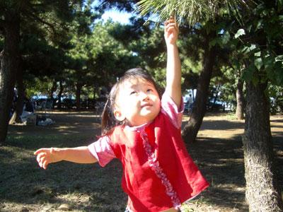 05-1023_Nodoka_with_tree.jpg