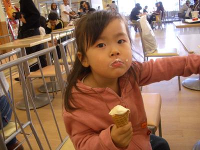 05-1112_Momori_icecream.jpg