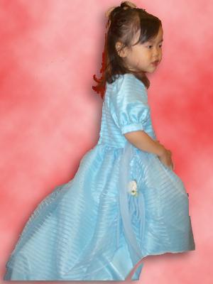 05-1112_momori_only_w_dress.jpg