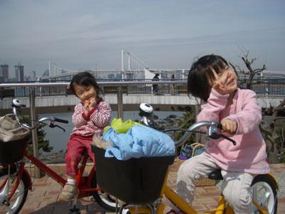 06-0318_MomoNono@rainbowbri.jpg