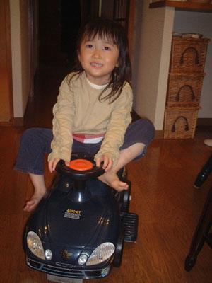 06-0324_nodoka_w_car.jpg