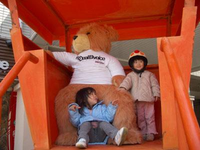 06-0401_momonono_w_bear.jpg